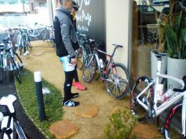 店前は自転車でいっぱい