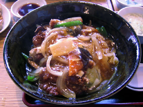 中華カツ丼。カツが見えない。。。