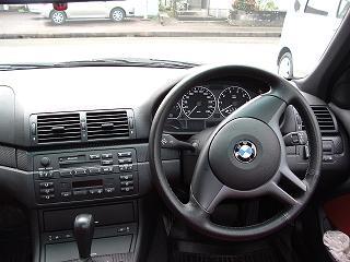 BMW 330iセダン 運転席