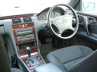 BMW 525iセダン 運転席