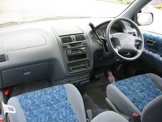 イプサム 運転席
