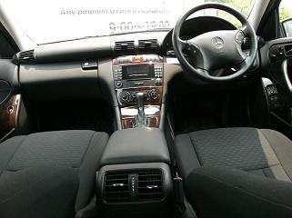 メルセデスベンツ C200 運転席