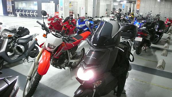 UDX駐車場