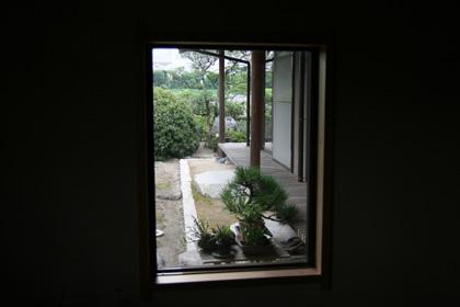 窓のある玄関