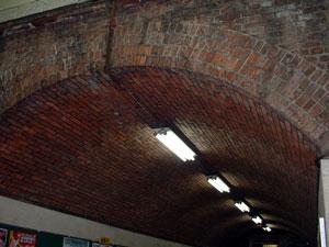 構内の天井