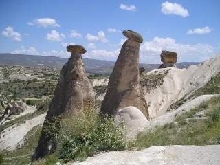 ウルギュップのシンボル・家族岩\