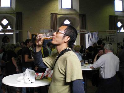 ビールを飲む2代目旅人