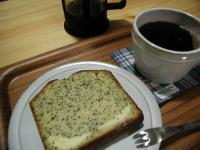 ポピーシード&クリームチーズパウンドとプレスコーヒー