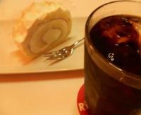 レアチーズロールとアイスコーヒー
