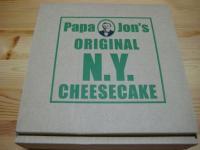 パパジョンズのNYチーズケーキ。こんなボックス。