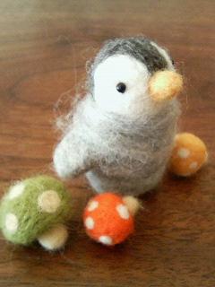 フエルトのペンギンさんときのこたち