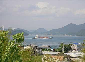 地元の人しか知らない来島サービスエリアの登り口から望む来島海峡