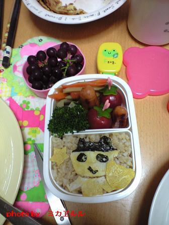 11.5.10遠足のお弁当CA391467