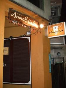 8' Arrows cafe