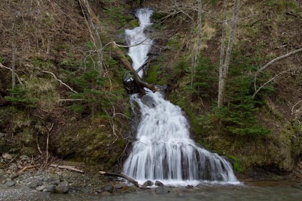 岩尾別川に落ちる滝