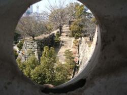 本丸の狭間から鉄門前を見る