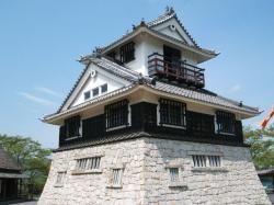 茶臼山城模擬天守