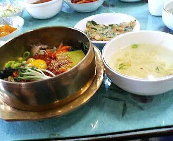 家族会館のビビンバとチヂミとスープ