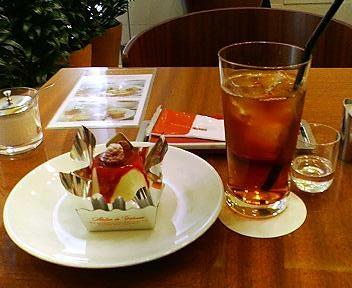 きのとやの赤い実のレアチーズケーキセット