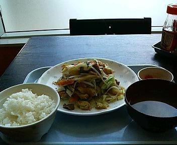 空港食堂の麩チャンプルー