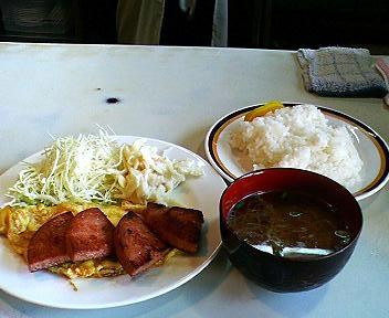 沖縄、那覇、24時間営業松山の三笠のポーク卵