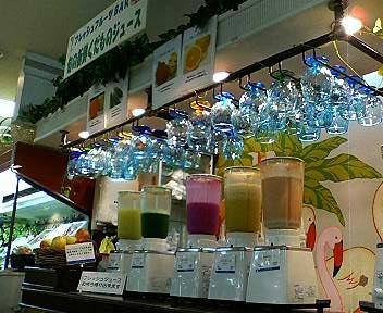 沖縄三越のフルーツジュースバー
