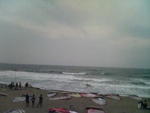 由比ガ浜の波