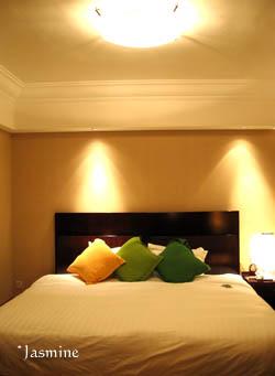061102hotel.jpg