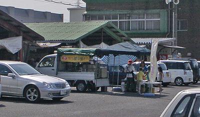 卸町の朝市で販売するぽん菓子工房