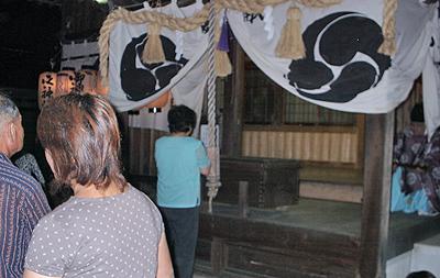 祭りの日に八幡神社にお参り