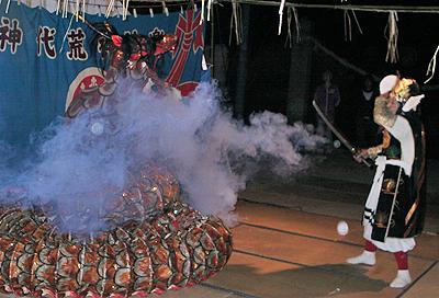 火を噴く大蛇