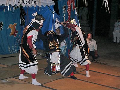 神楽:鬼と戦う2人の武士