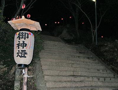 神社境内に向かう石段