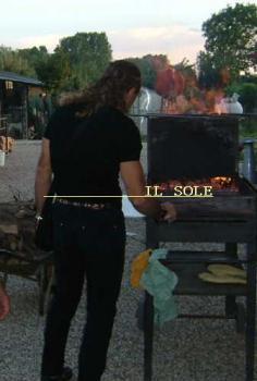 炭焼きの準備。