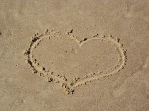 http://blog-imgs-10.fc2.com/k/o/s/kosstyle/1339476_sand_heart.jpg