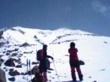 旭岳山頂を望む