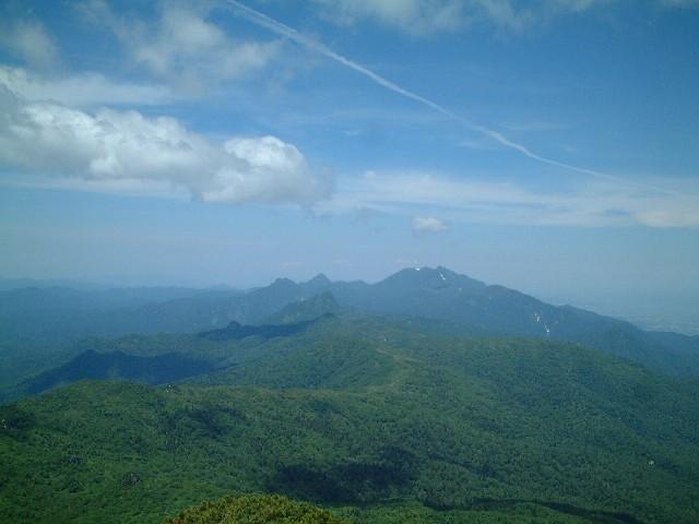 山頂から見えた芦別岳