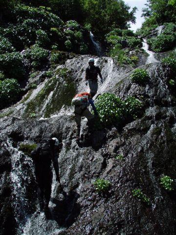 滝を登る!!!