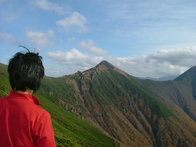 ヌカビラ岳から戸蔦別岳を望む