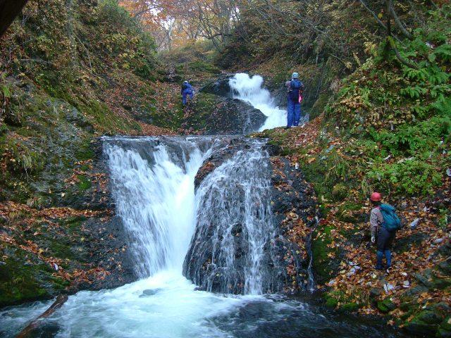 松倉川小滝と紅葉