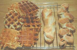 天然酵母のワッフルとフランスパン