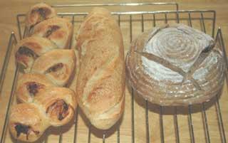 ブラックベリー酵母のパンとフランスパン
