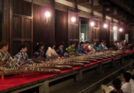 元興寺 箏曲の演奏