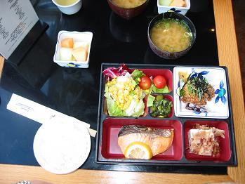 070923ハワイ朝食ゎ日本食