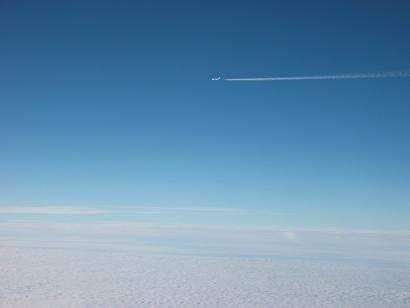 071001韓国隣の飛行機雲