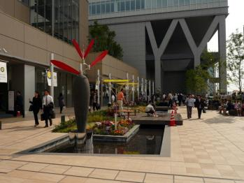 JR大阪駅風の広場05
