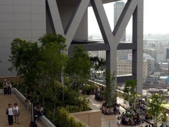 JR大阪駅風の広場01