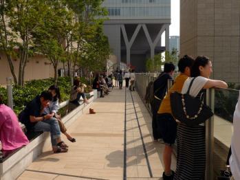 JR大阪駅風の広場03