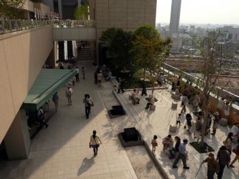 JR大阪駅和らぎの庭01