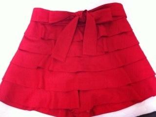 赤いショートパンツ__